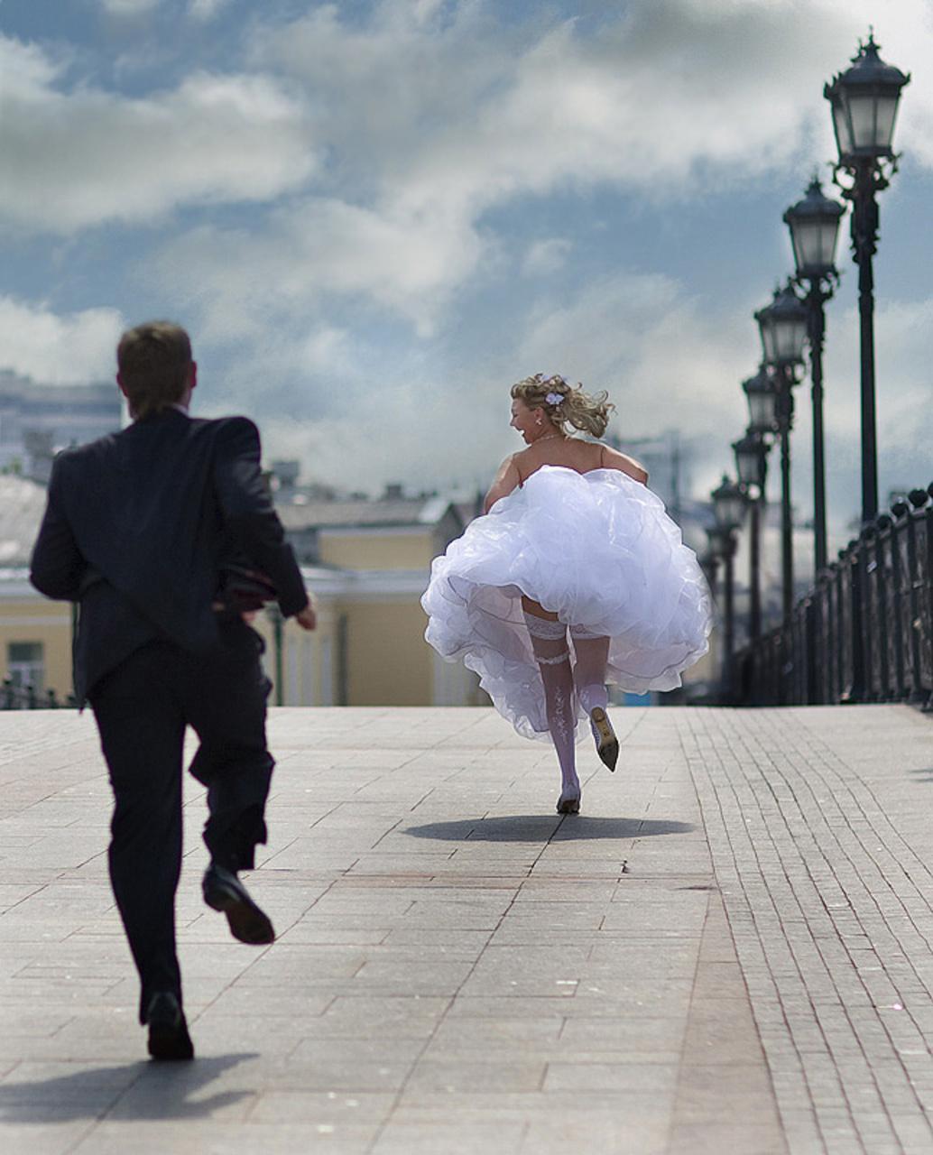Фото невеста убегает с другим 3 фотография