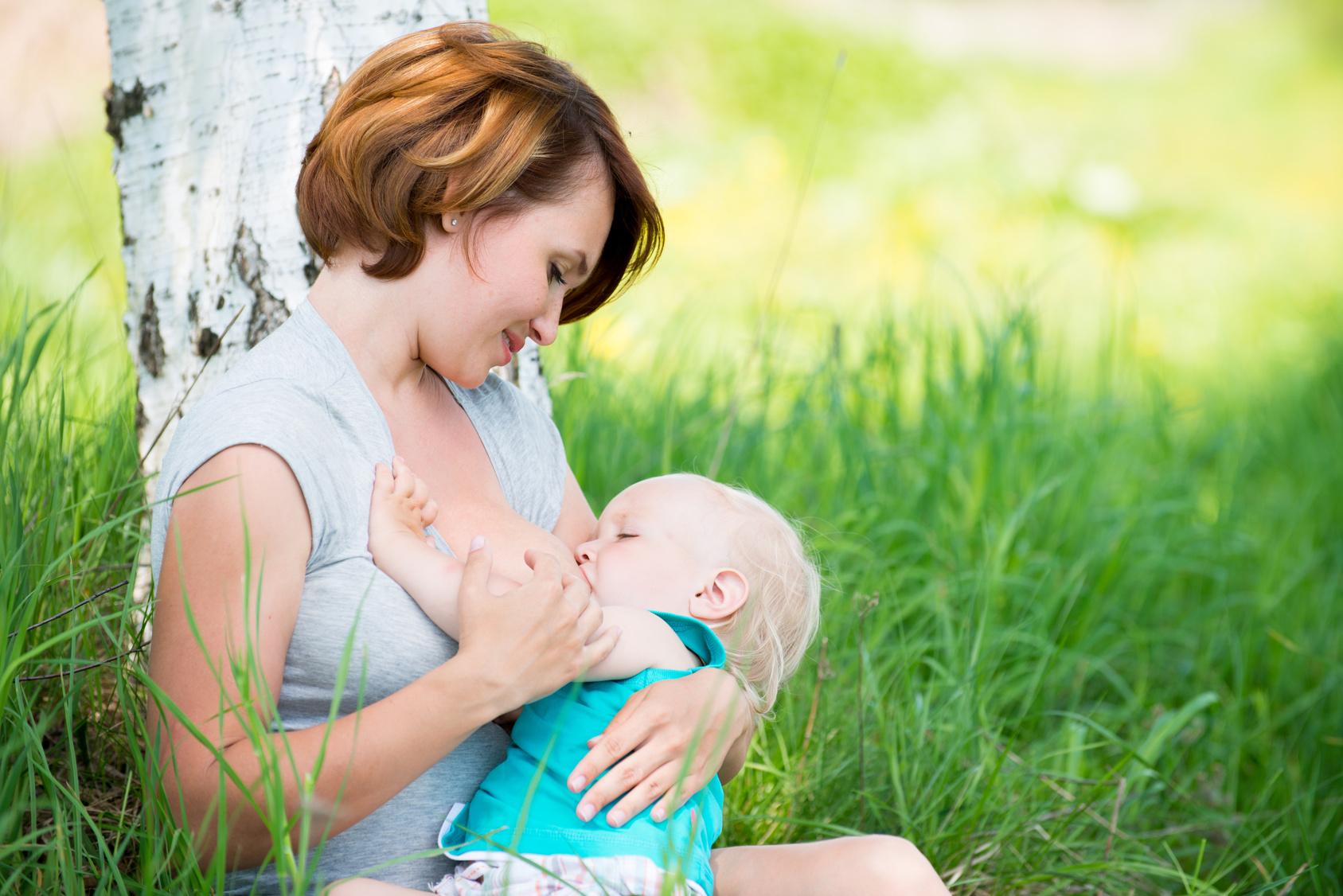 Фото син їбе маму на природі 21 фотография