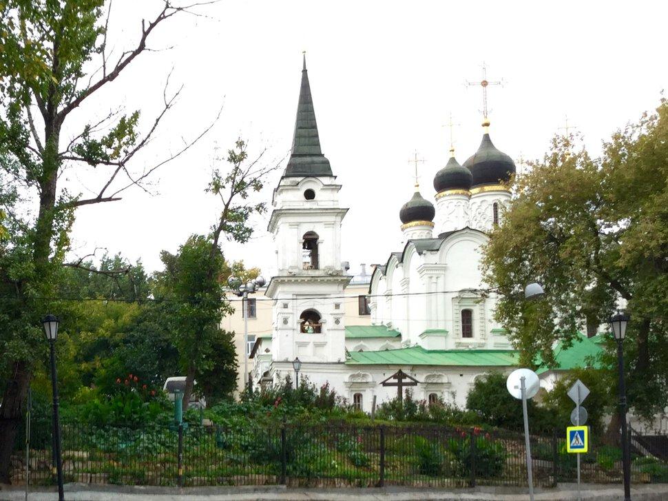 Черное и белое в храмовой архитектуре