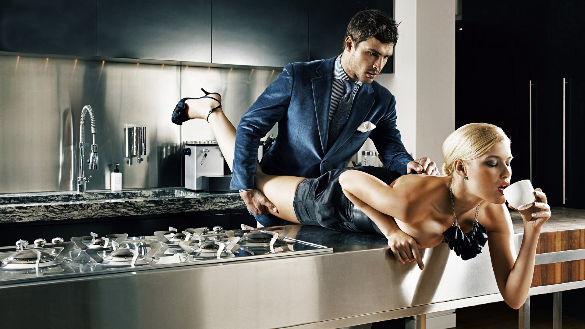 foto-seks-na-rabochiy-stol