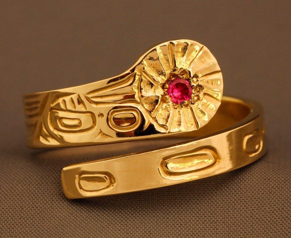 А также этот символ предвещает необузданные страсти и искушения, особенно если камень был красного оттенка.