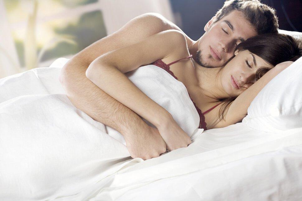 тут спустя белая постель красивая девушка зрелый мужчина видео для меня