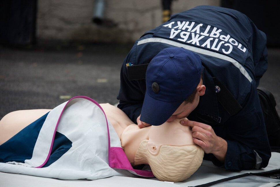 картинки искусственного дыхания прикольные эксперты