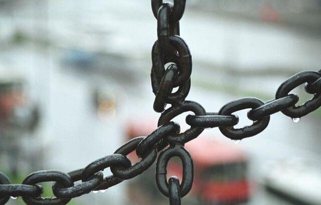 Разорванная цепь или цепочка - к перемене обстоятельств.