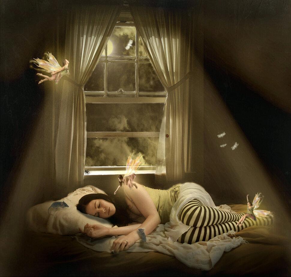 Если солнце или луна пылают во сне — в реальной жизни вас ожидает поддержка значительного по своему положению человека.
