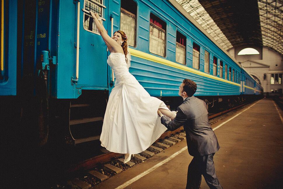 уехать со свадьбы знакомых сонник