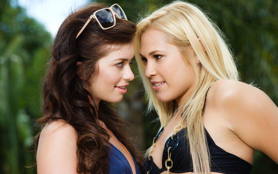 Картинки девушек брюнеток и блондинок