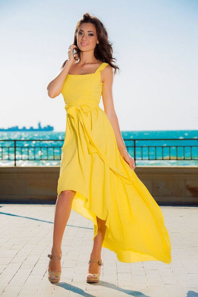 Как зовут черноволосую девушку с желтым платьем #14
