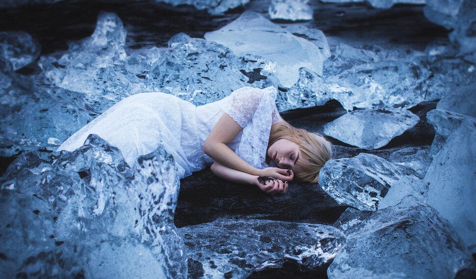 Если парню снится, что он прощается с возлюбленной — его ждёт холодность и равнодушие с её стороны.