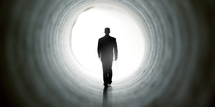 Снится темный туннель, в который вы смотрите — предстоит самостоятельно принять непростое решение.