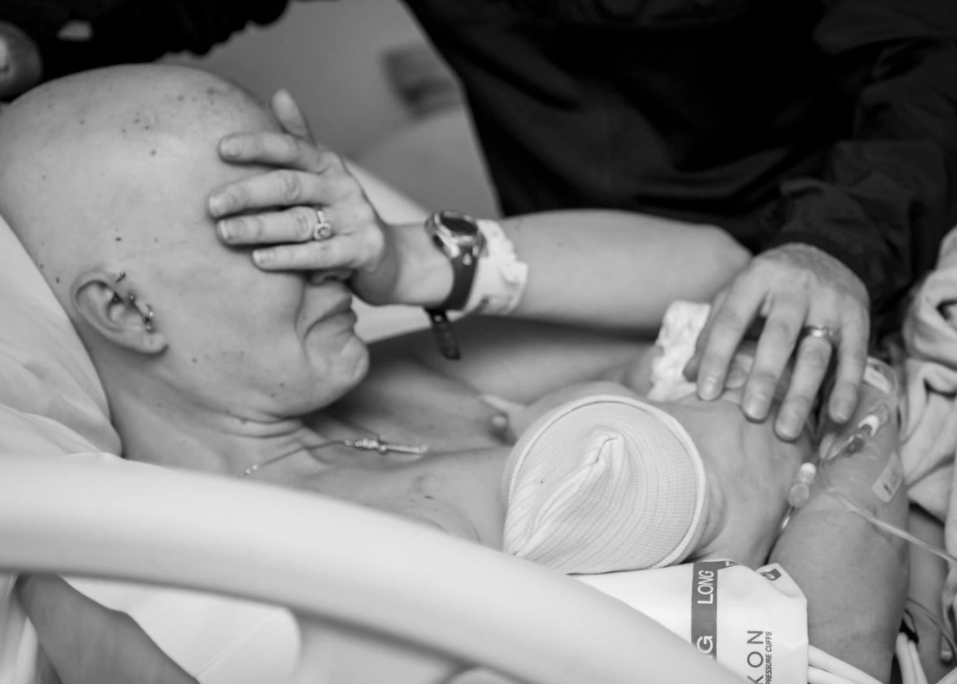 Поставили дочку раком, Поставили раком и трахают дочь и маму 18 фотография