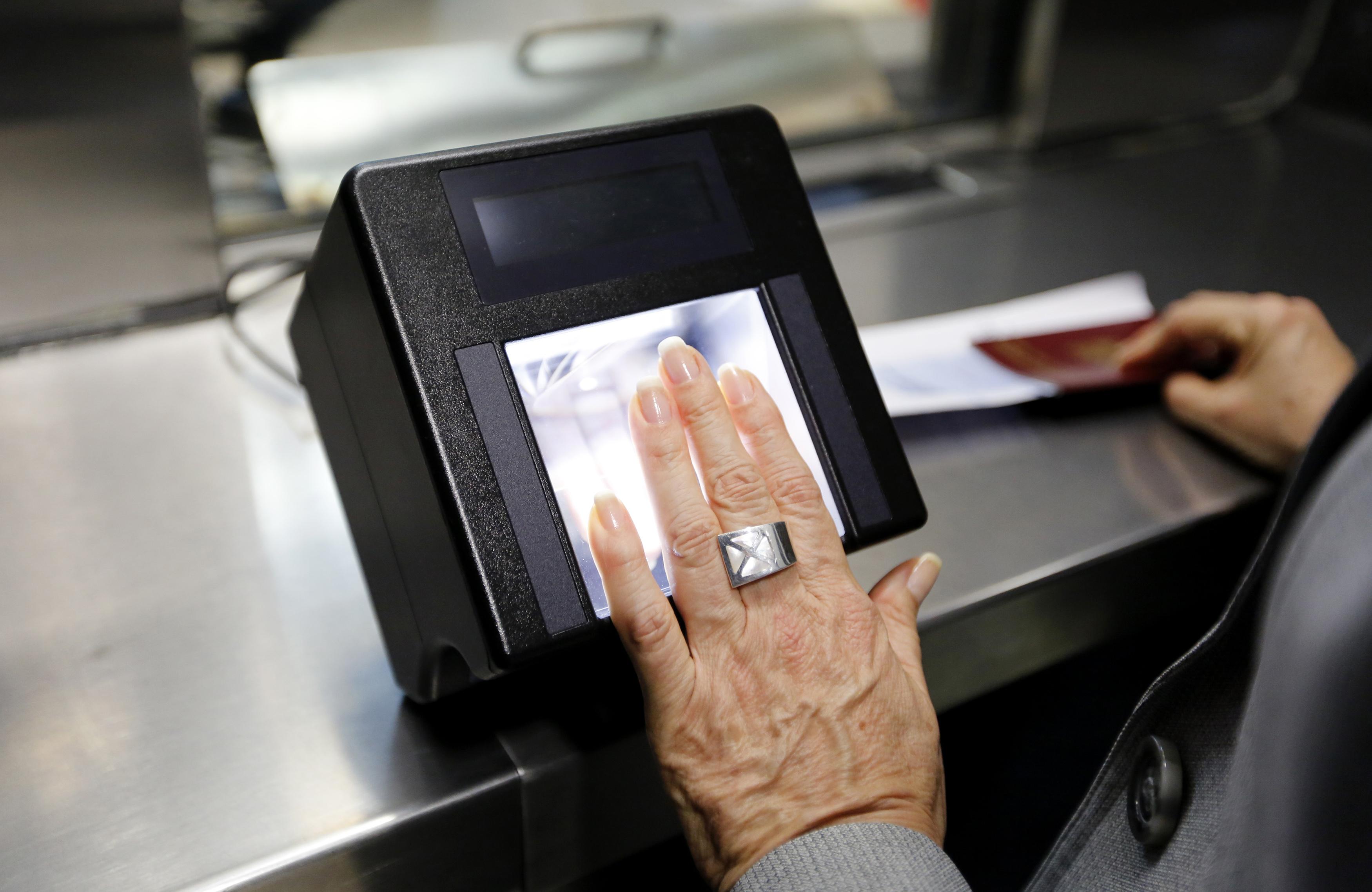 иллюстрацию своему биометрические фото для визы киргизии, где распространен