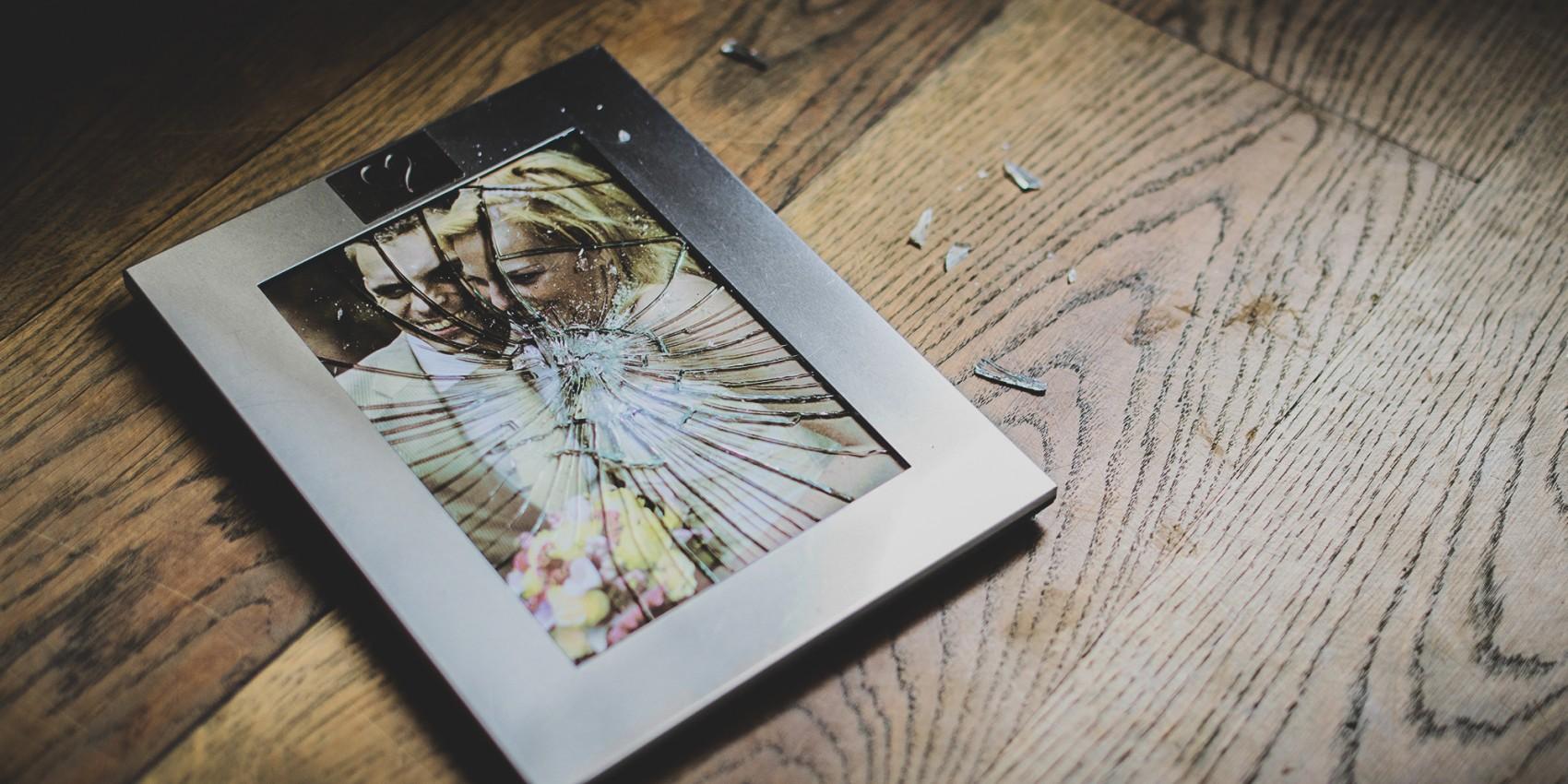 Фото упало со стены - к смерти