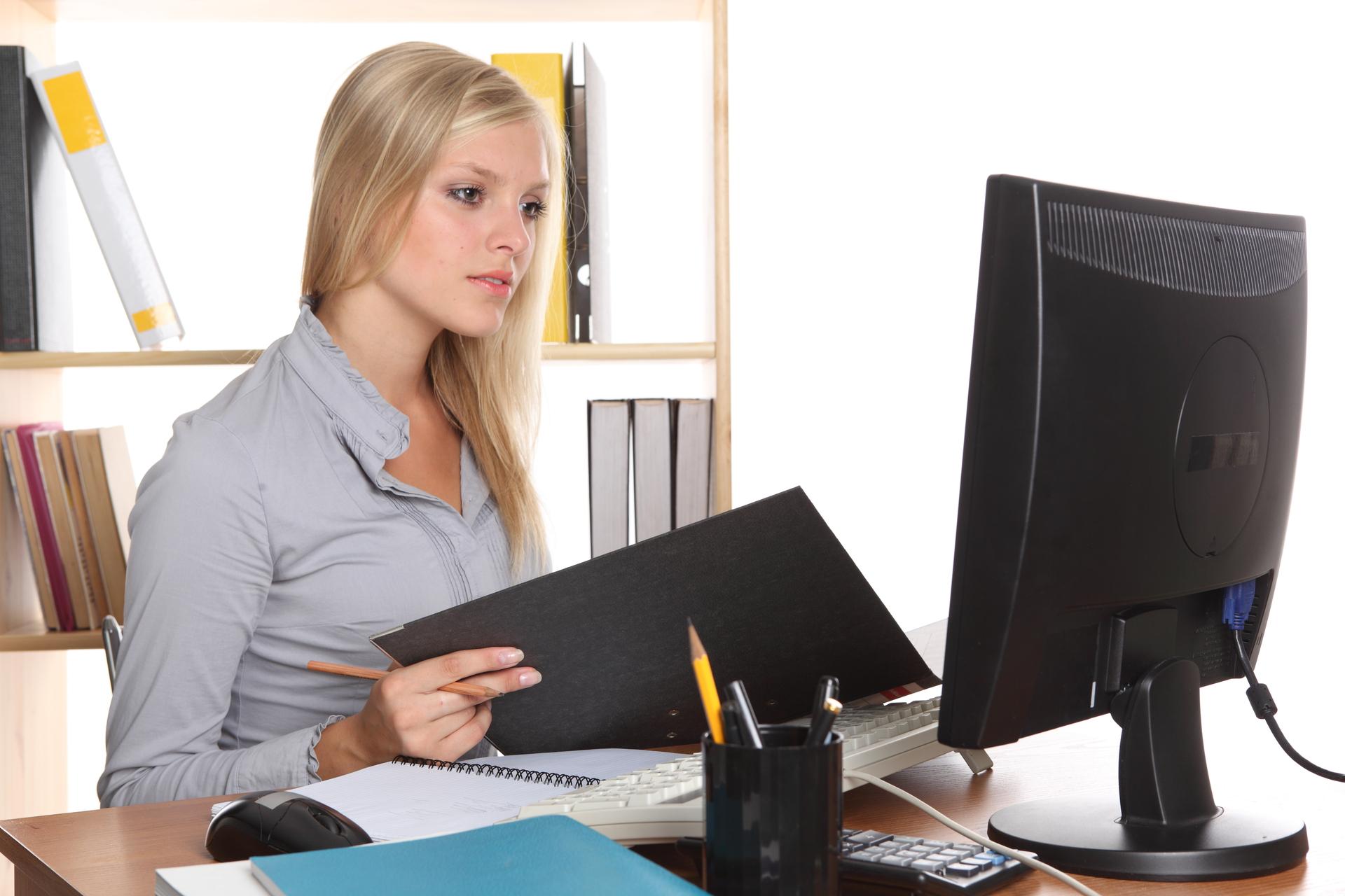 Картинка работы за компьютером