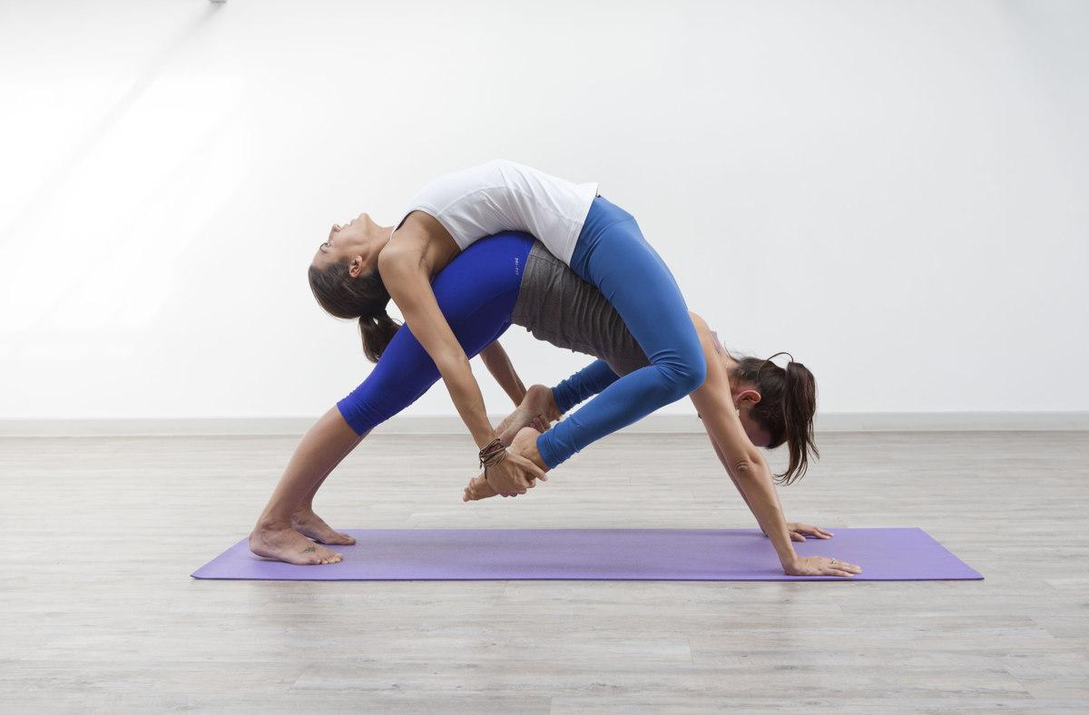 картинки движения йоги на двоих банке рассказали