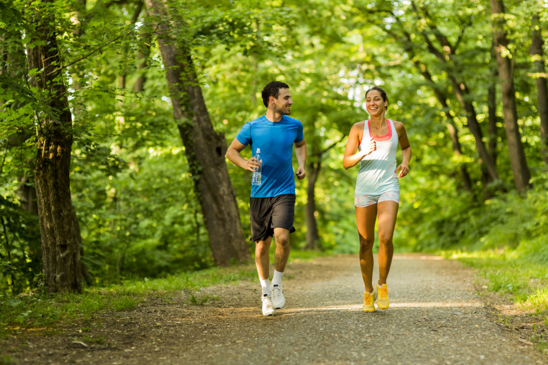фото бегущих людей прозрачная, двояковыпуклая биологическая