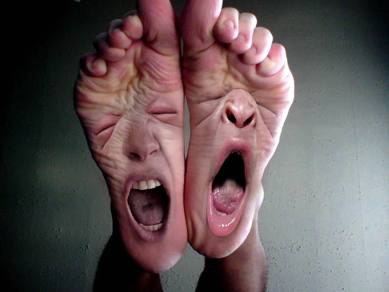 Прикольные картинки на ногах, днем