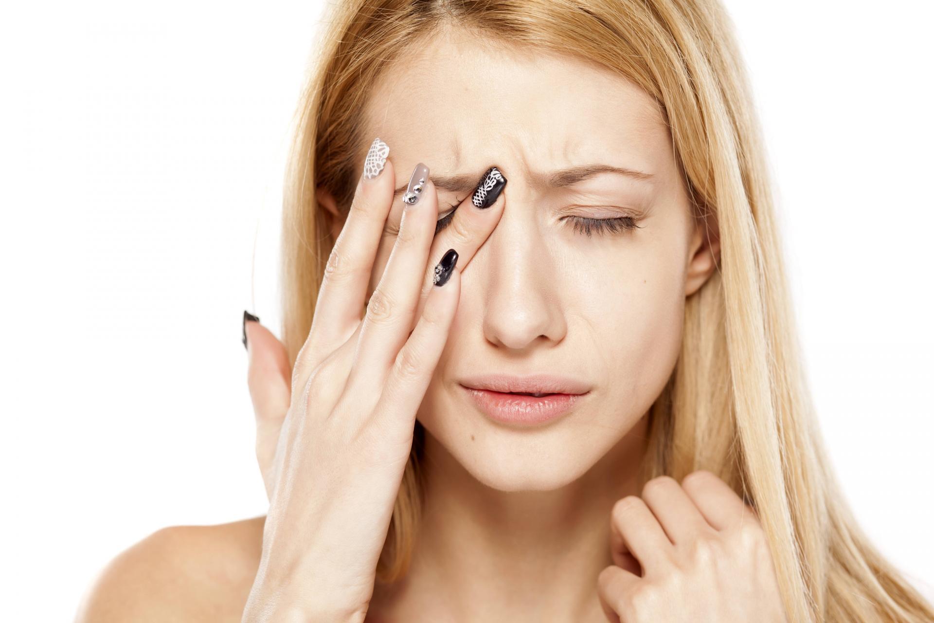 Inflamed facial nerve headache eyebrow — photo 8