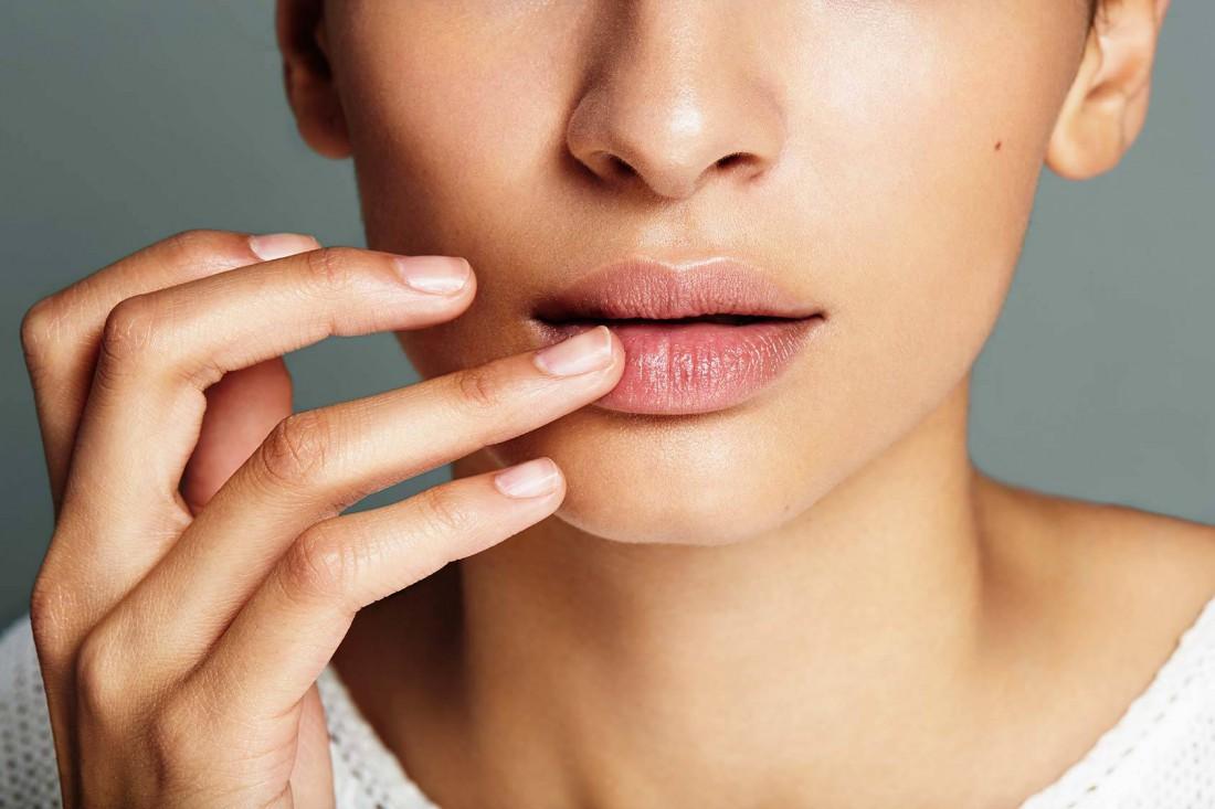 Примета к чему чешутся губы: зуд над верхней губой