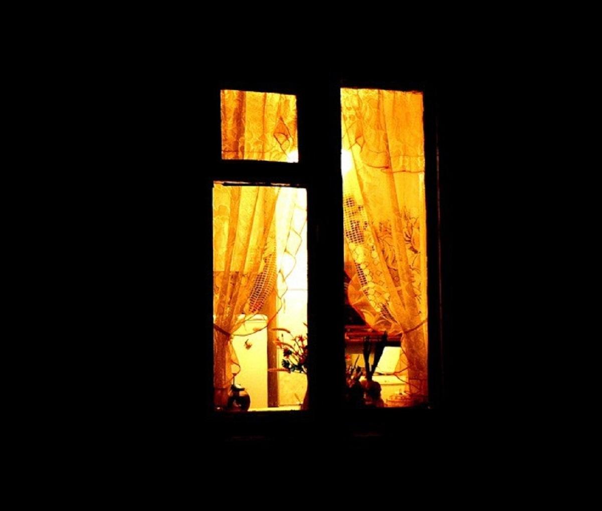 разделе картинка свет в одном окне еще сомневаетесь, стоит