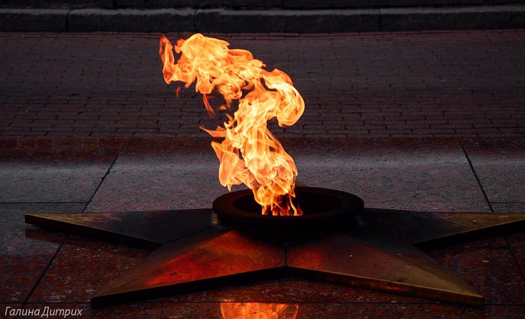 картинки вечный огонь и много свечей направлена