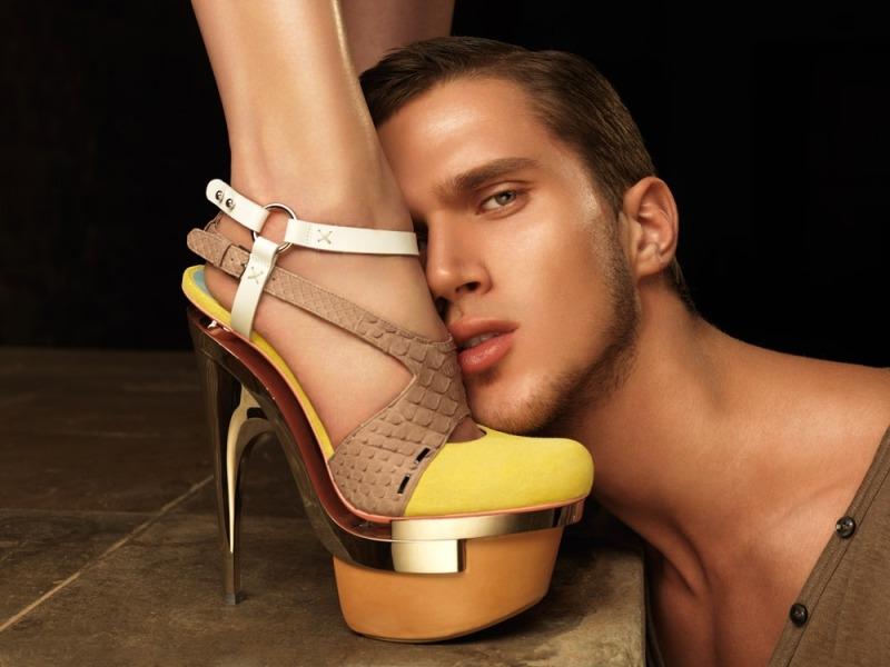 целовать ножки женщин - 1