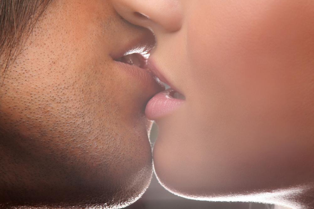 Картинки поцелуй в губы он и она