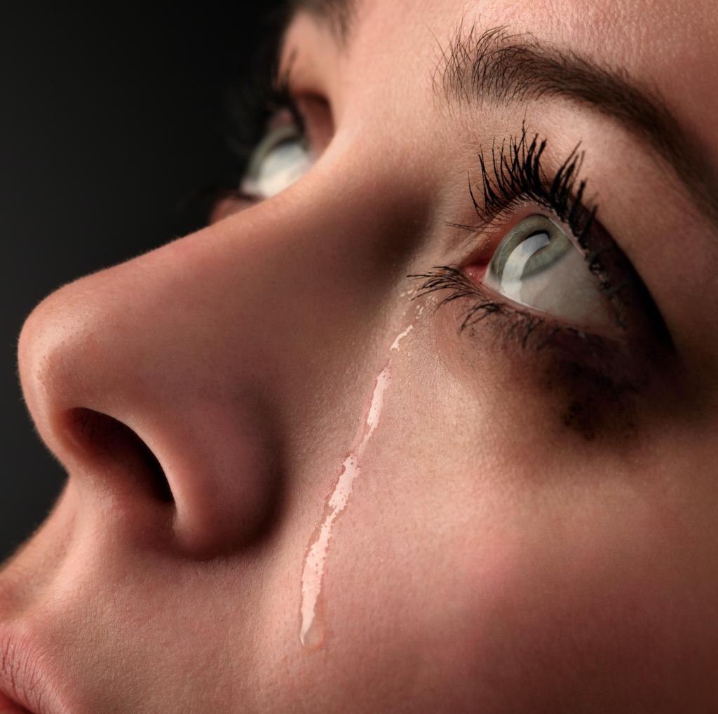 Картинка слеза на лице