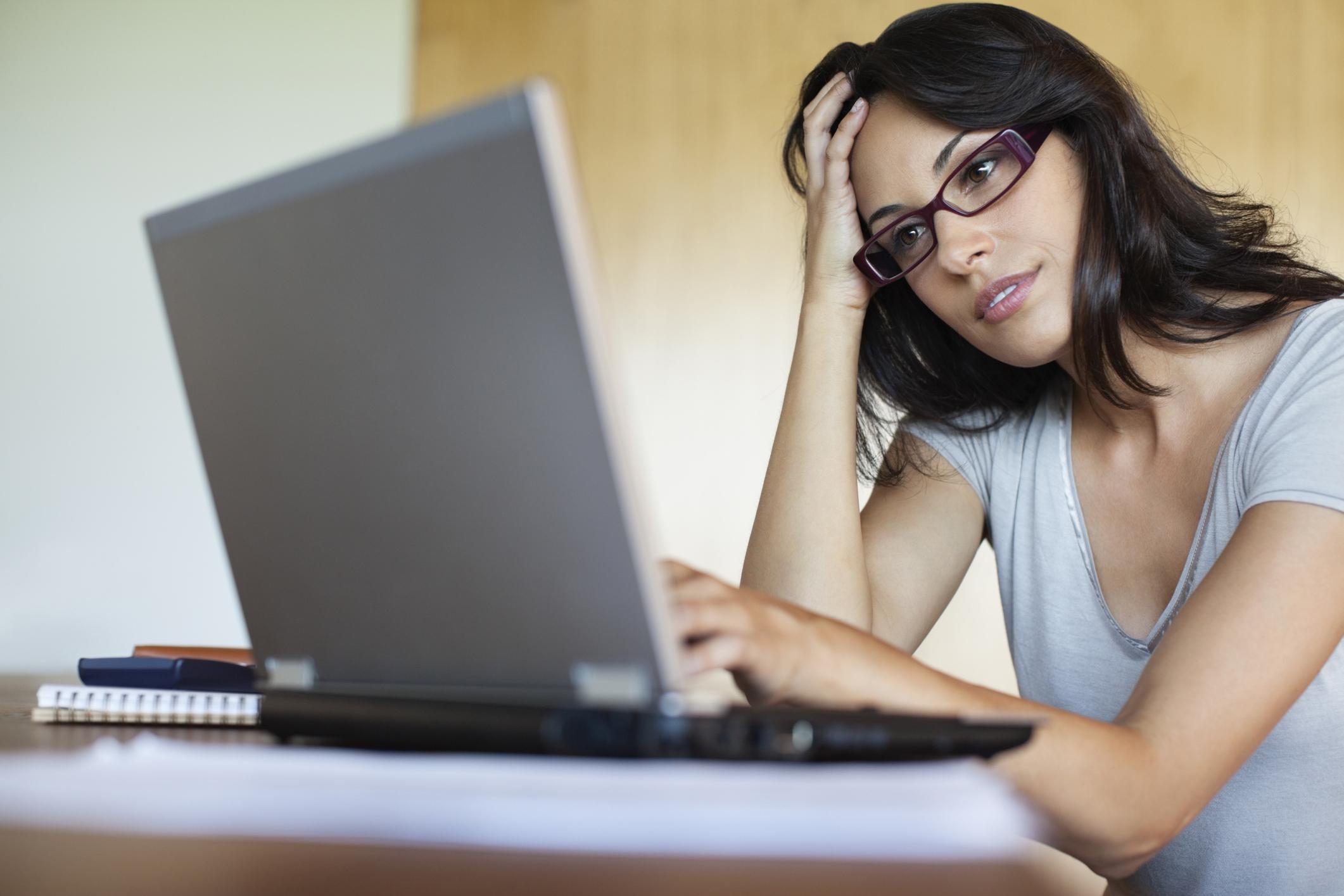 Девушка на компьютере картинки