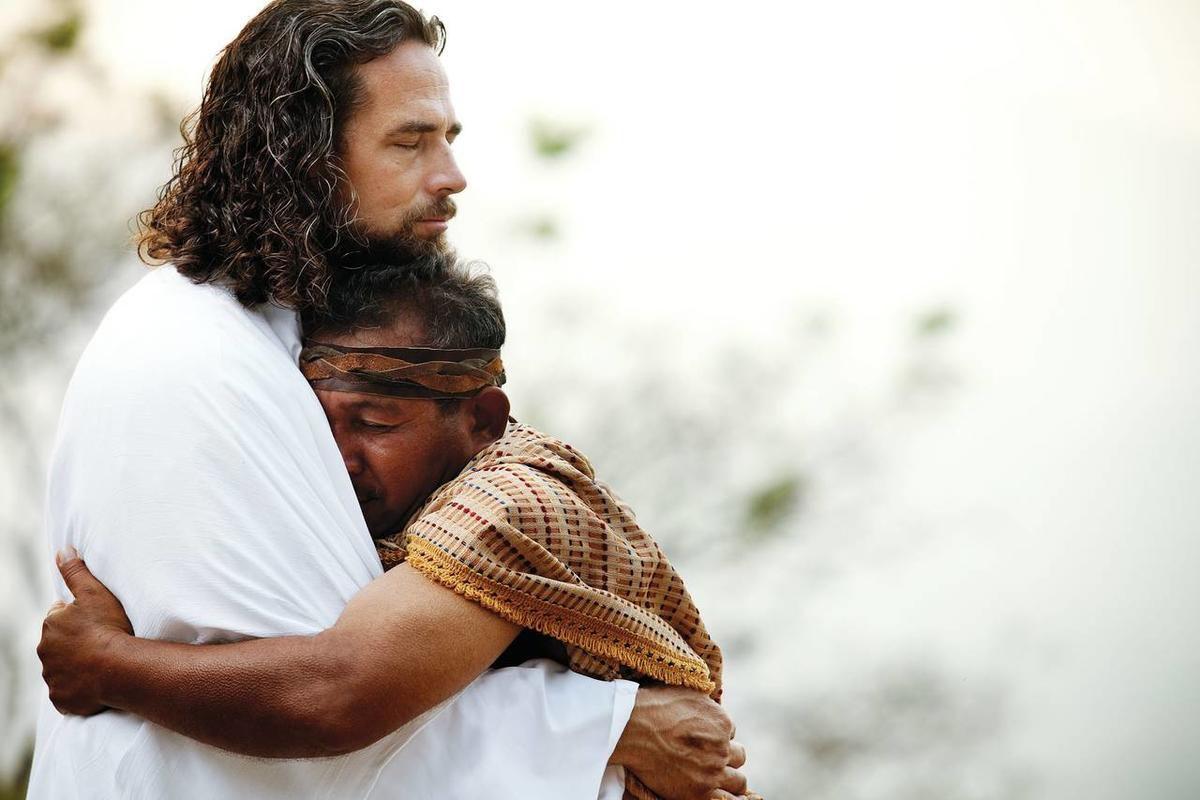 Бог обнимает человека картинки